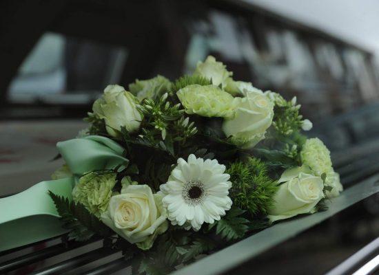 wagen-met-bloemen